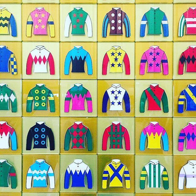 札幌競馬場で見つけた勝負服
