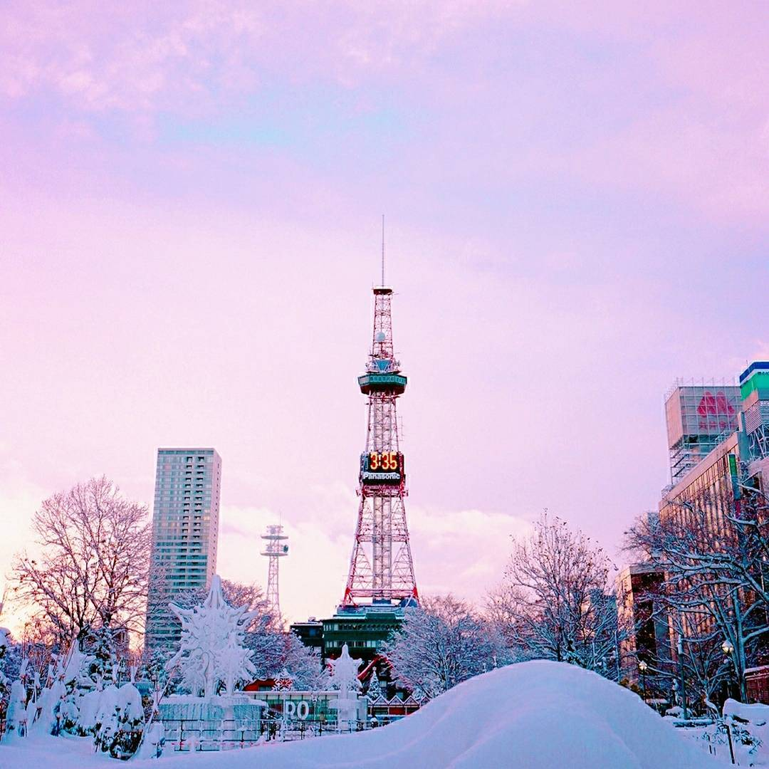 日暮れ前の札幌テレビ塔