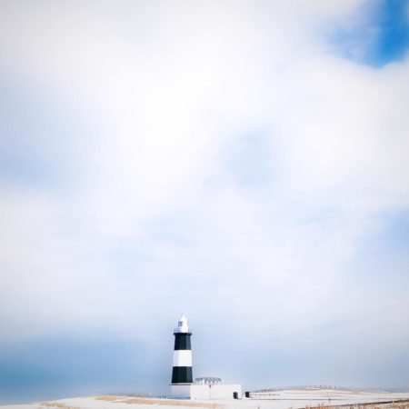能取岬の白と黒の灯台