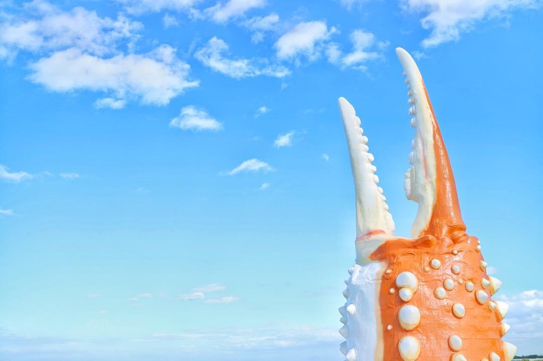 紋別市にあるカニの爪のオブジェ