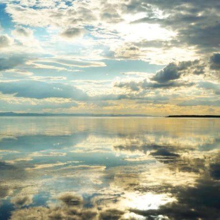 娘と見るサロマ湖
