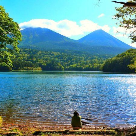 Man enjoying beautiful scenery at Onneto(lake)