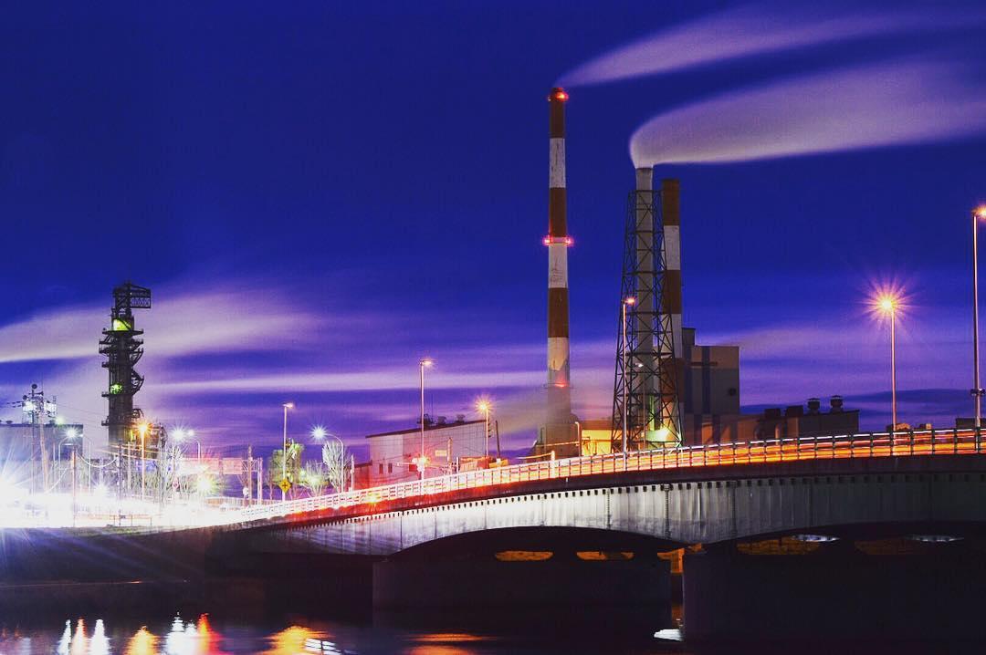 釧路市の製紙工場夜景