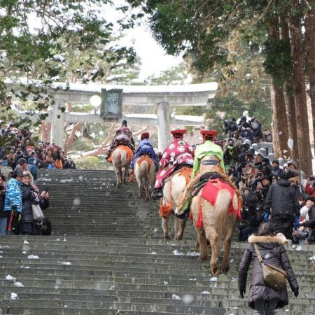 New Year's visiting Hakodate Hachiman-gu by horse‐riding