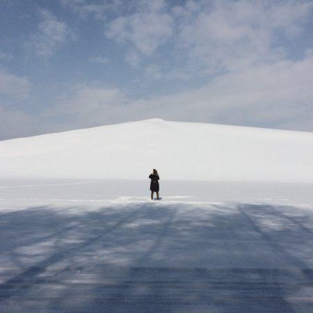 冬のモエレ沼公園のモエレ山