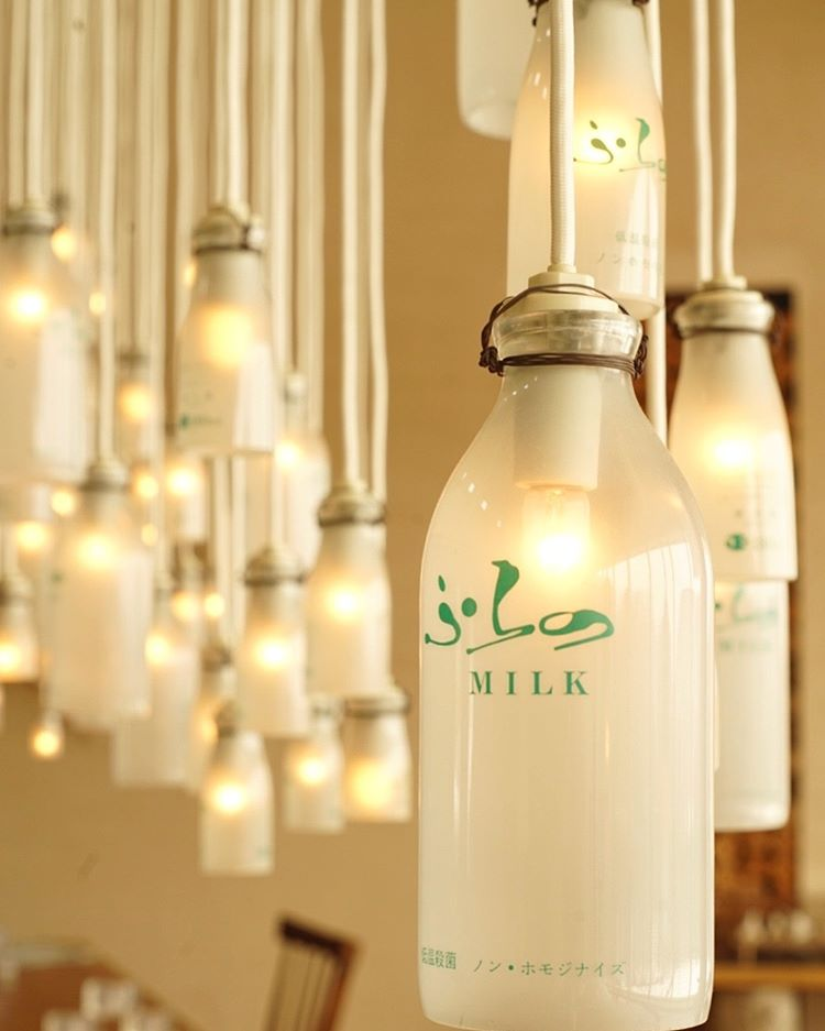 富良野市のホテルにある牛乳瓶を使ったランプ