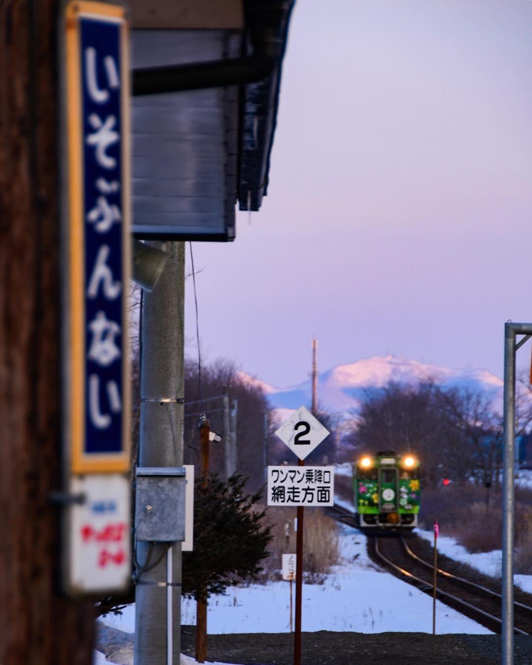 磯分内駅に着く電車