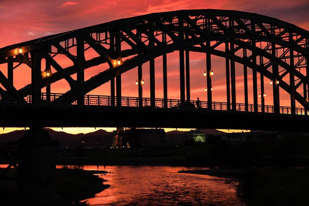 美しい旭橋と夕陽