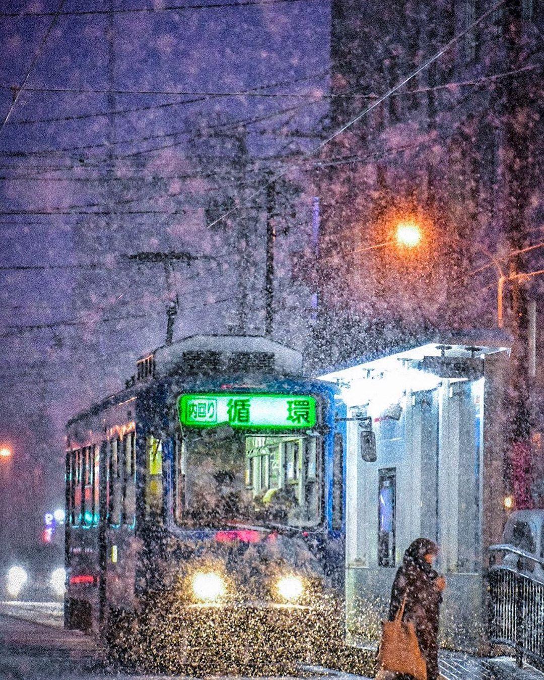 札幌市の市電と冬景色