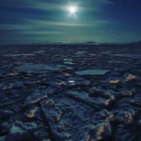 網走市の幻想的な流氷