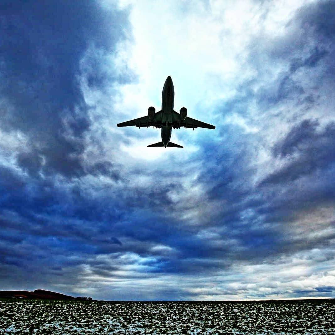 旭川空港に着陸する飛行機