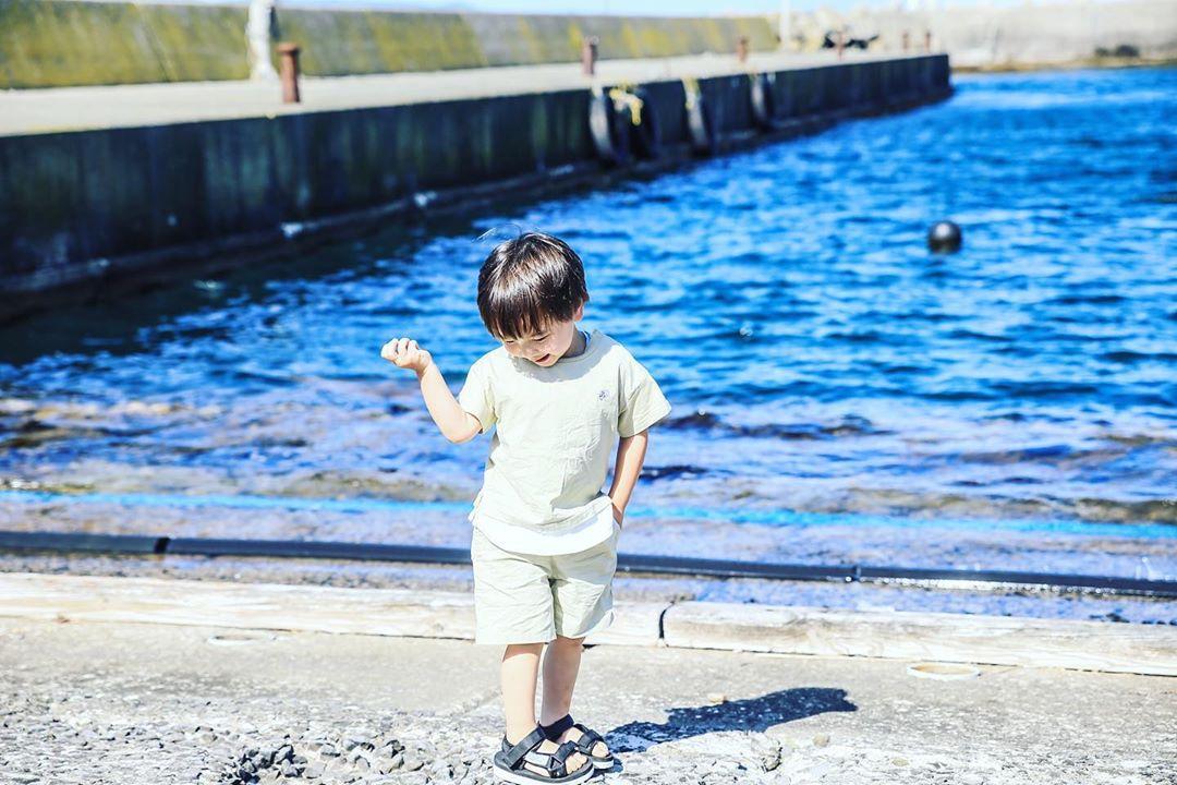 積丹町の海と男の子
