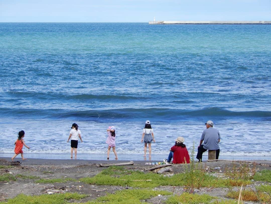 紋別市の海と子ども達