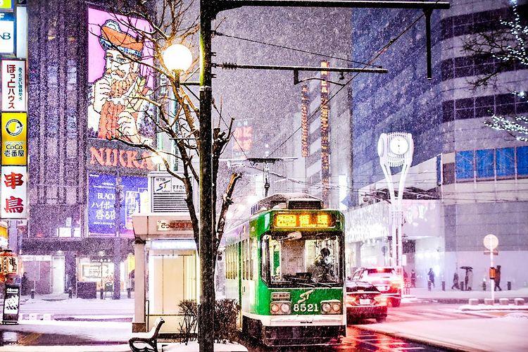 札幌市の市電と街並み