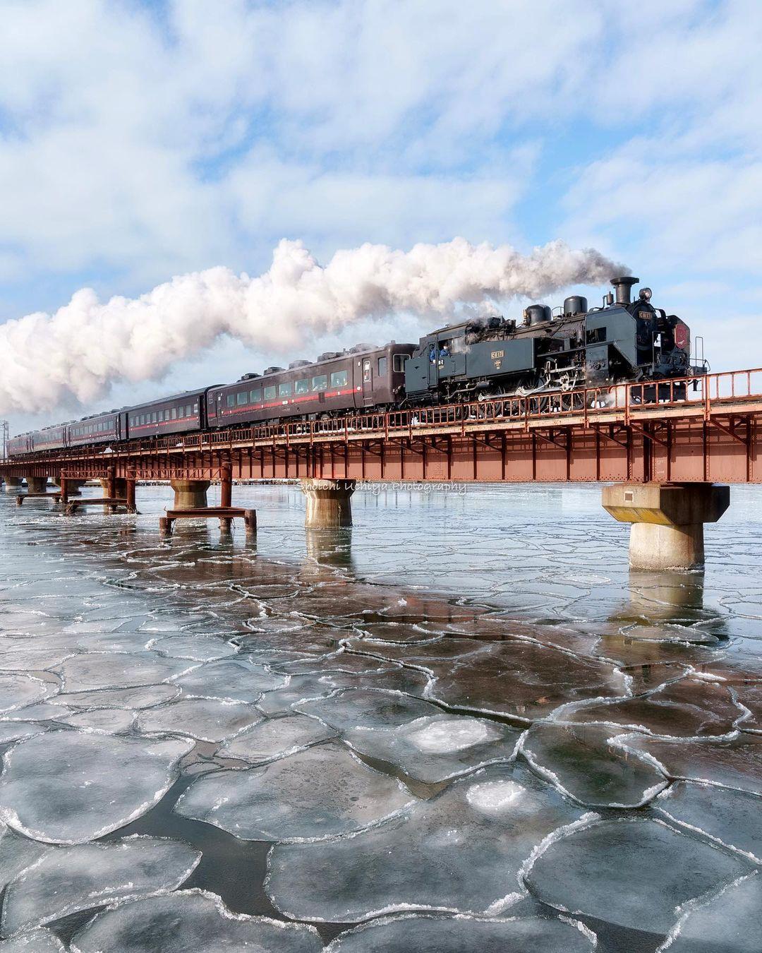 Train and bridge in Kushiro