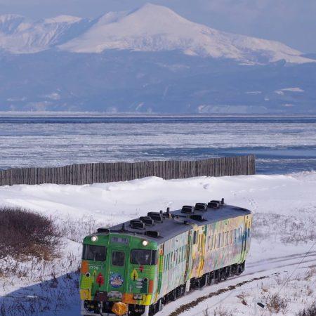 小清水町の列車と流氷