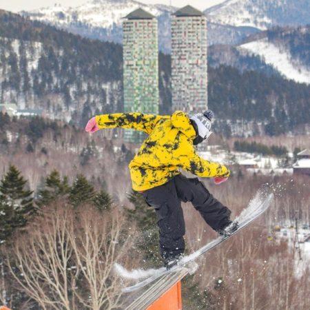 占冠村のスキーヤー