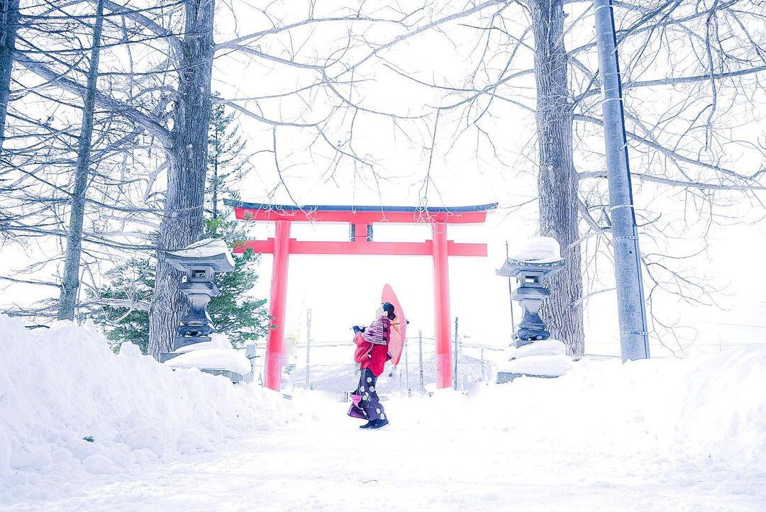 Woman in the snow (Asahikawa)