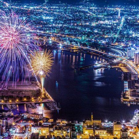 美しい夜景と冬花火(函館市)
