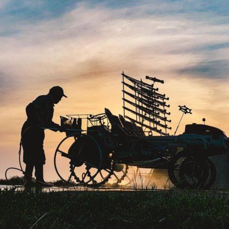 仕事終わりの農家(増毛町)