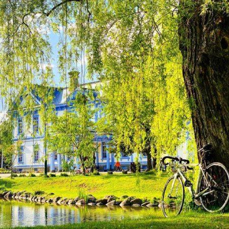 豊平館と自転車(札幌市)