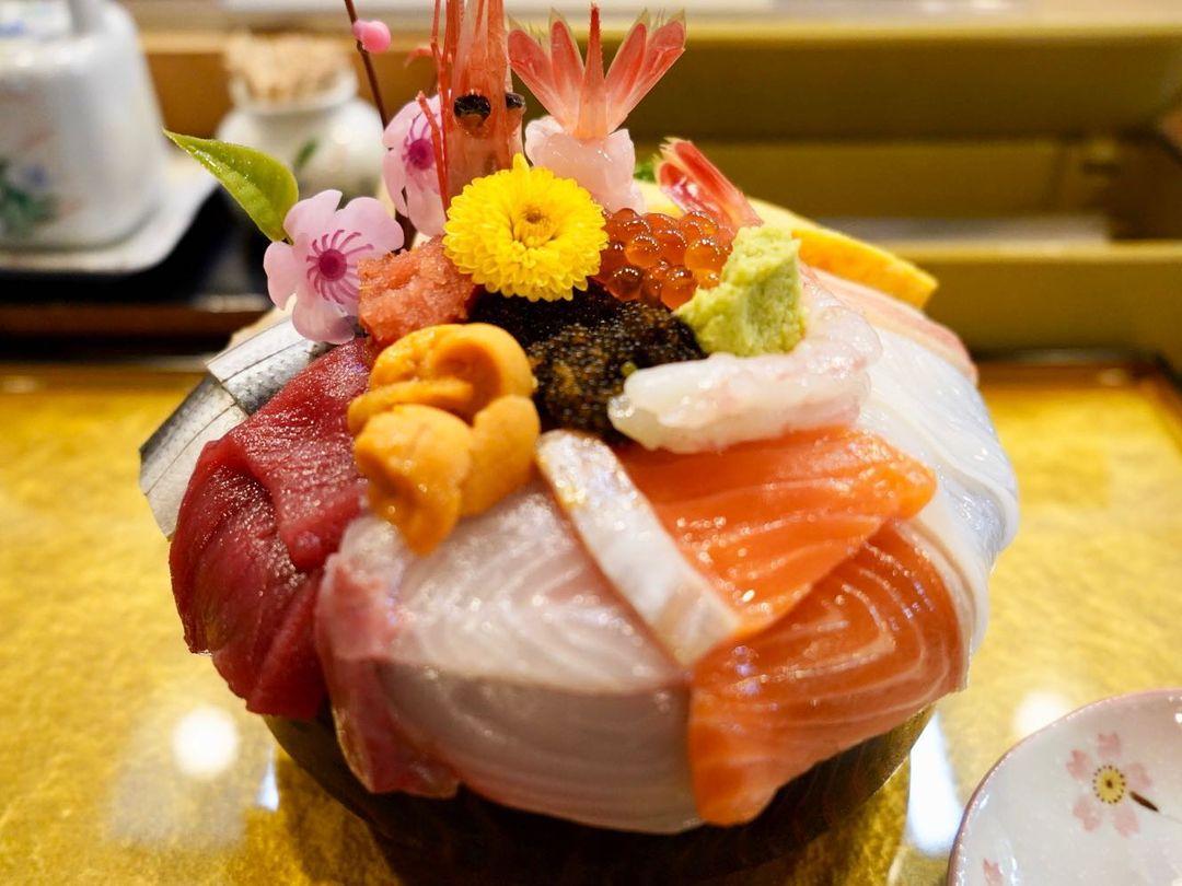 A Luxurious seafood bowl (Eniwa)