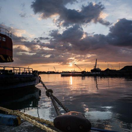 港からみる夕陽(石狩市)