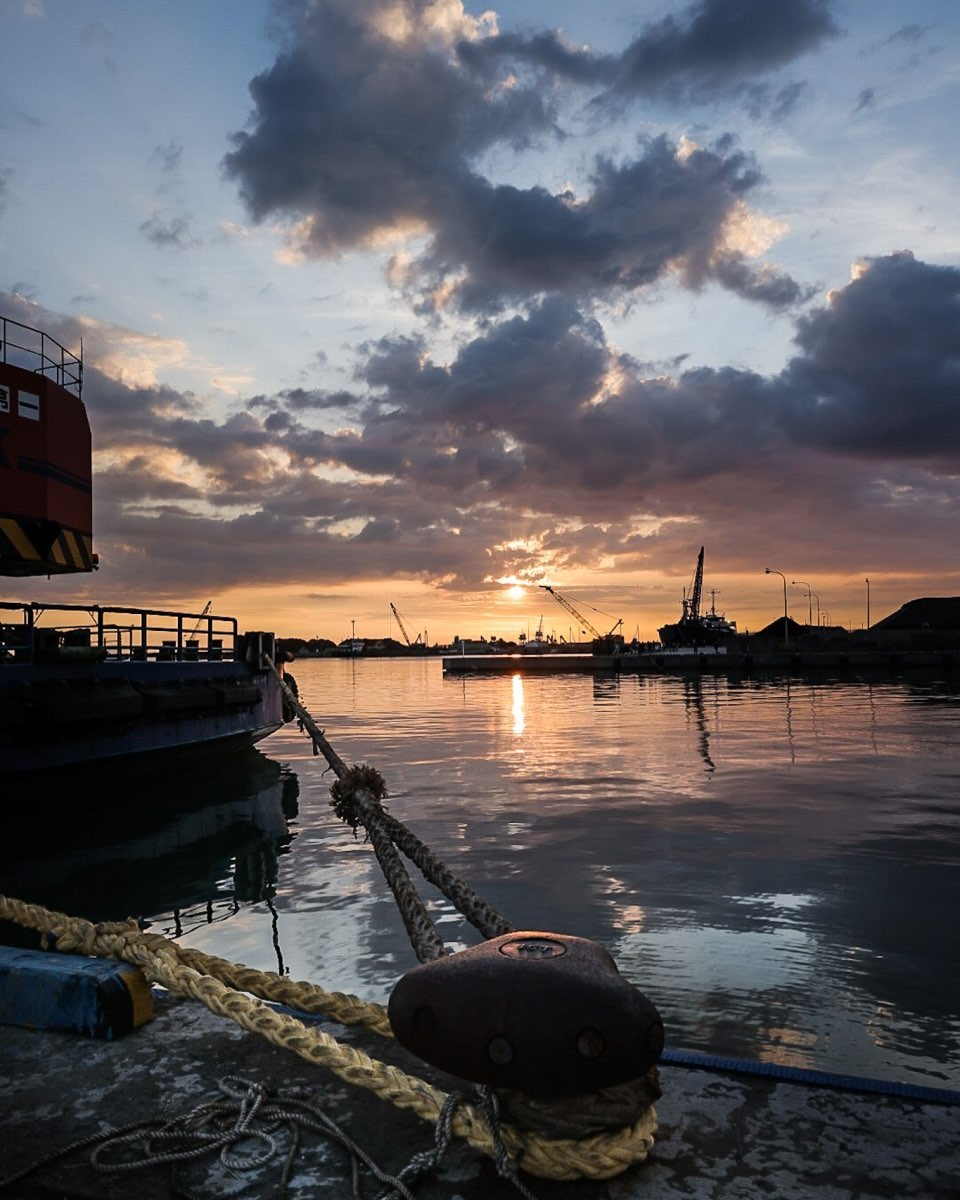 Sunset seen from the port (Ishikari)
