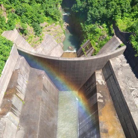 虹が架かった豊平峡ダム(札幌市)