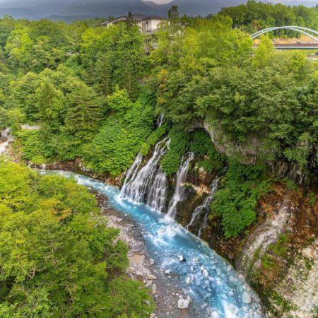 夏の「白ひげの滝」(美瑛町)