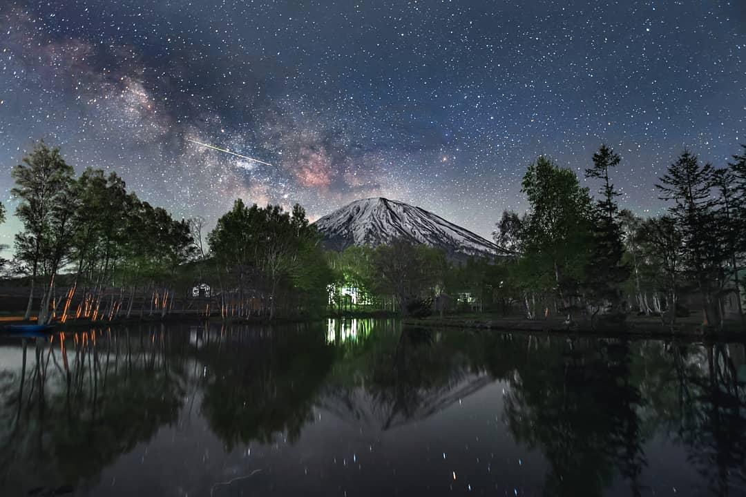 羊蹄山と満天の星空(倶知安町)